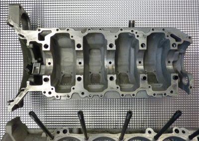 Radical-V8-Motor-02