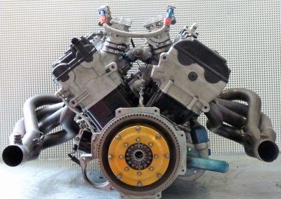 Radical-V8-Motor-07