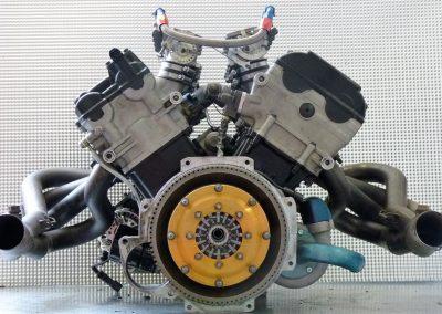 Radical-V8-Motor-08