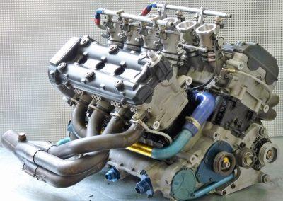 Radical-V8-Motor-09